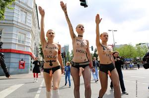 Femen-Ua-x16-y7dc635uwz.jpg