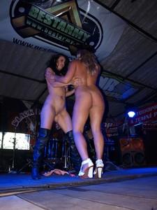 Stage-Girls-Striptshow-77edqm9r7f.jpg